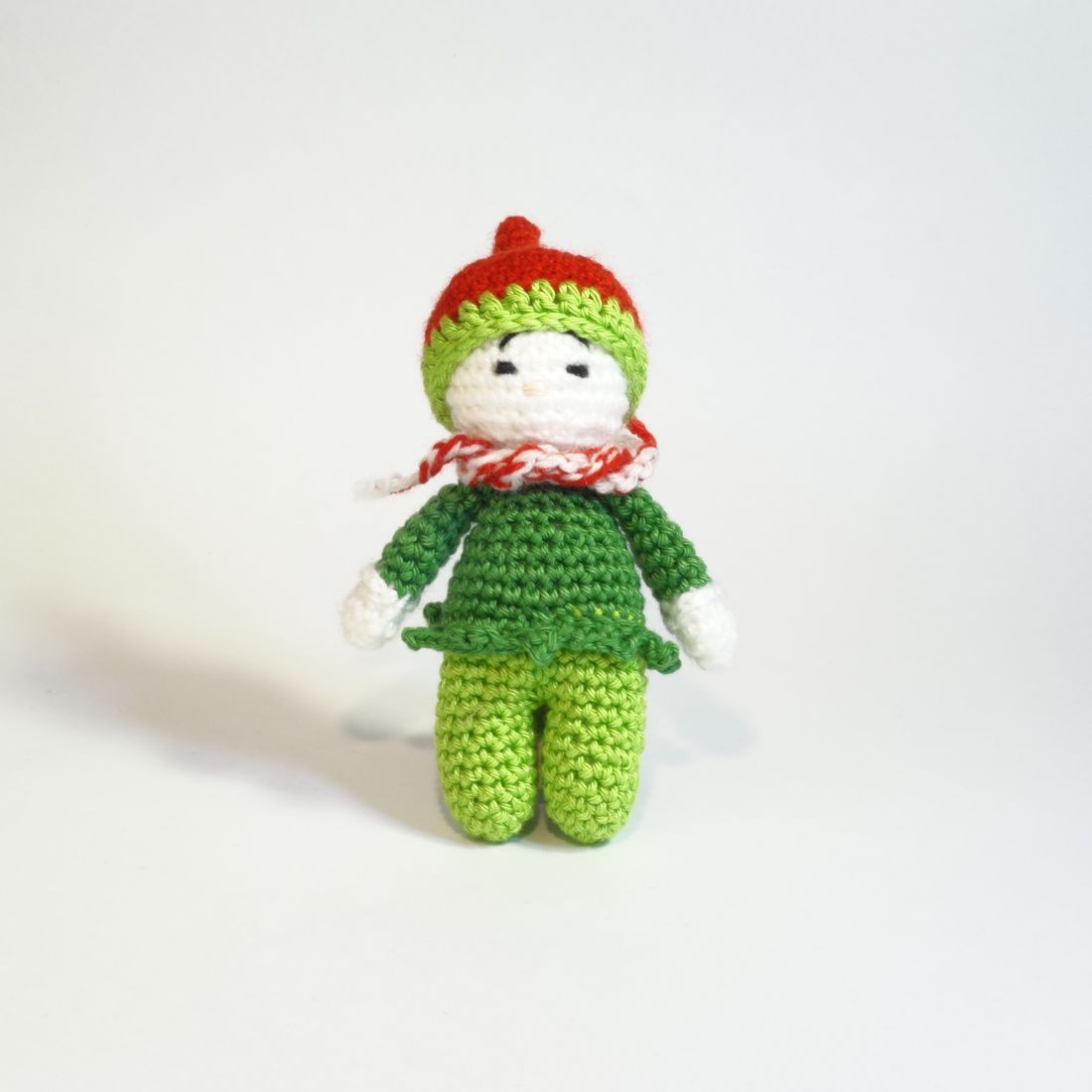 Horgolt, zöld ruhás manó